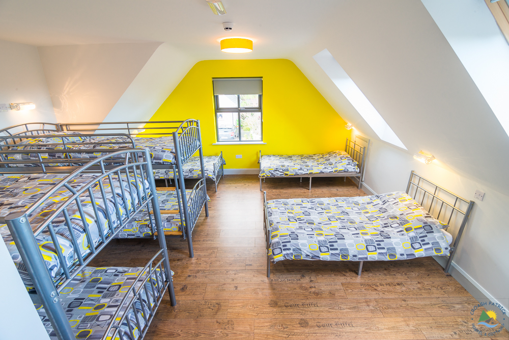 ROOM 7 – FAMILY ROOM (SLEEPS 8)