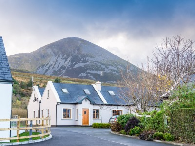 MOUNTAIN VIEW COTTAGE – 4 BEDROOM (SLEEPS 8)
